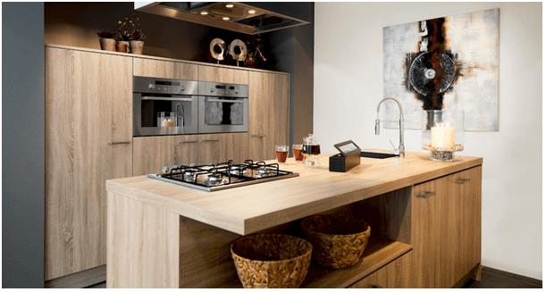 De keuken: belangrijke leefruimte in huis waar alles samenkomt.