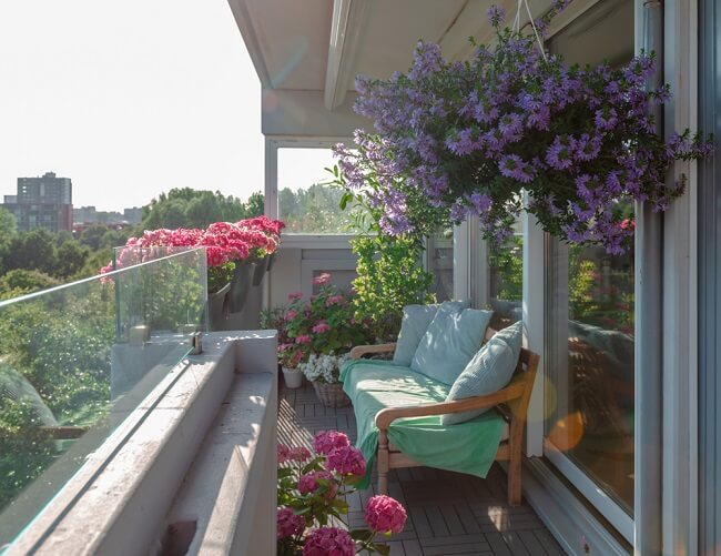 Bankje op balkon