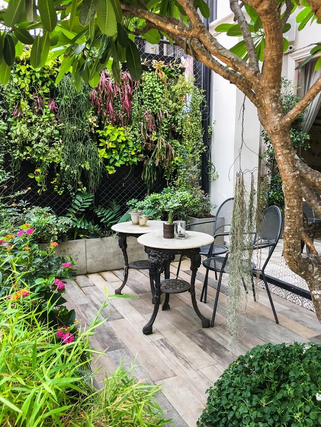 Koffietzitje in tuin