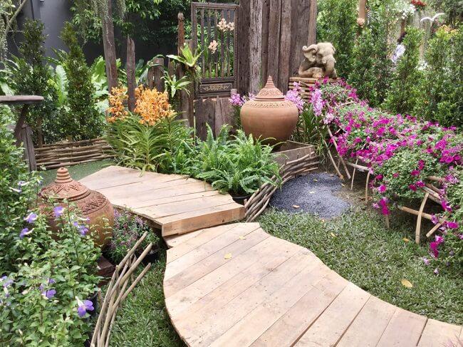 Modern groene kleine tuin