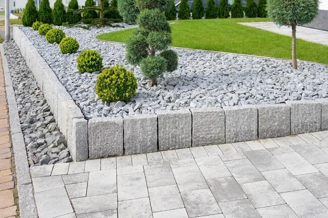 Buxus en steen