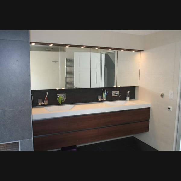 Moderne badkamers idee n en inspiratie op - Moderne design badkamer ...