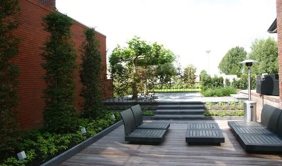 Strakke moderne tuinen voorbeelden ter inspiratie for Tuin inspiratie modern