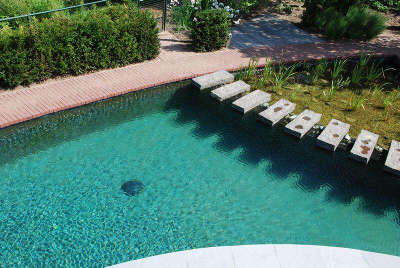 Zwemvijver - de ideale combinatie van een zwembad en vijver