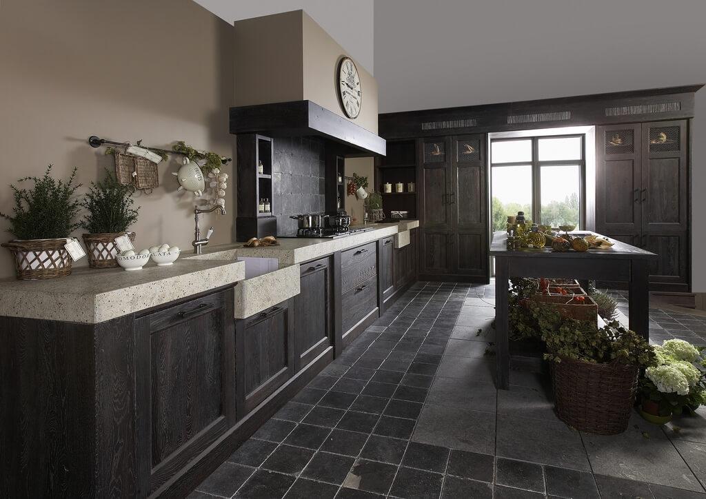 Donkere houten keuken