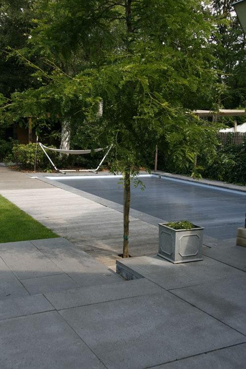 achtertuin met zwembad