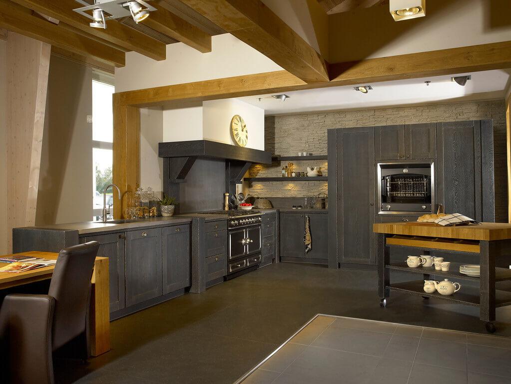 Houten keukens zorgen voor een knusse en gezellige sfeer. Enkele ...