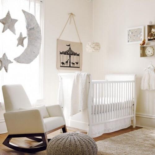 babykamer met witte accenten