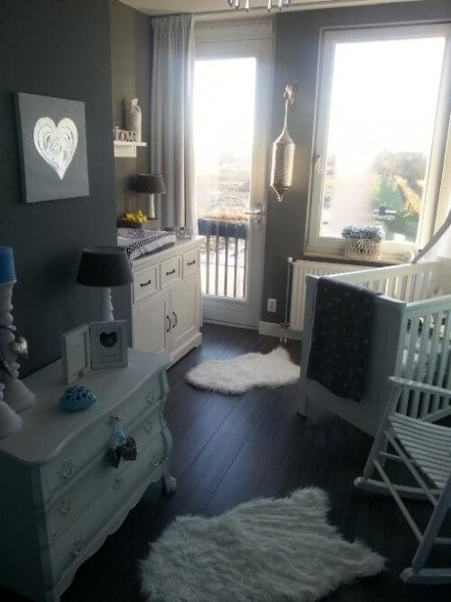 grijze babykamer