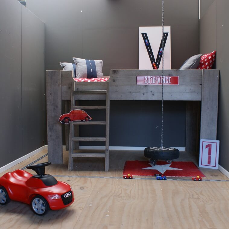 Kinderkamer met steigerhouten bed