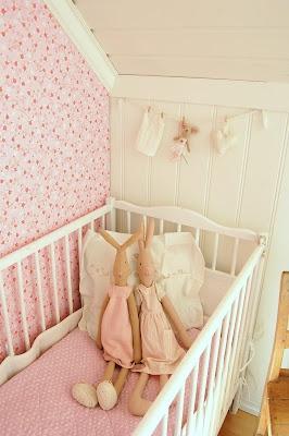 roze babykamer ledikant