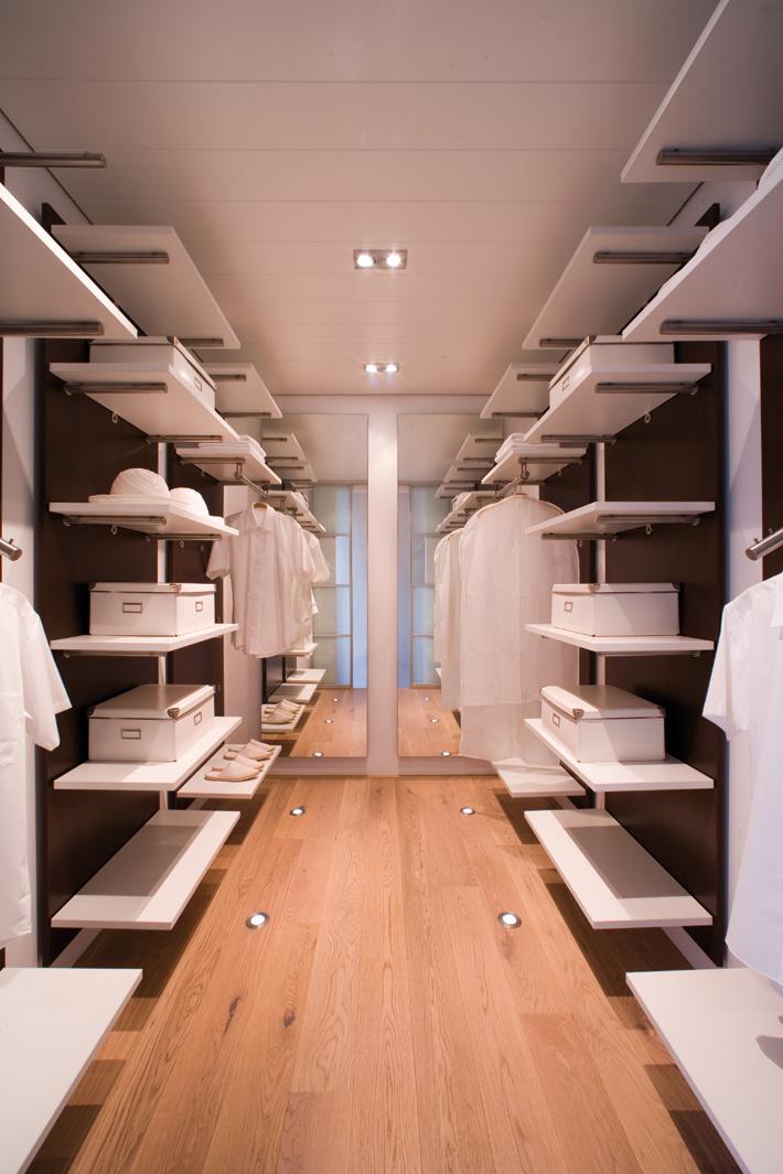 Inloopkast op maat wit - Slaapkamer met badkamer en dressing ...