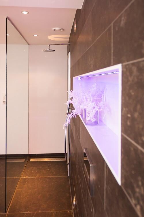 Design badkamers enkele voorbeelden ter inspiratie voor jouw badkamer - Glazen kamer bad ...
