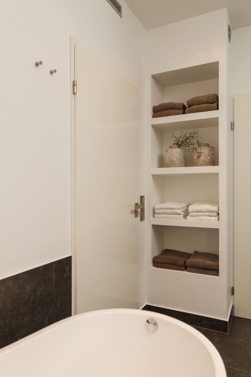 Luxe open kast badkamer