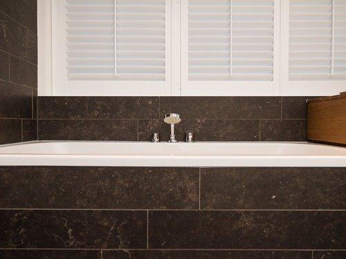Design badkamers enkele voorbeelden ter inspiratie voor jouw badkamer - Luxe design badkamer meubilair ...