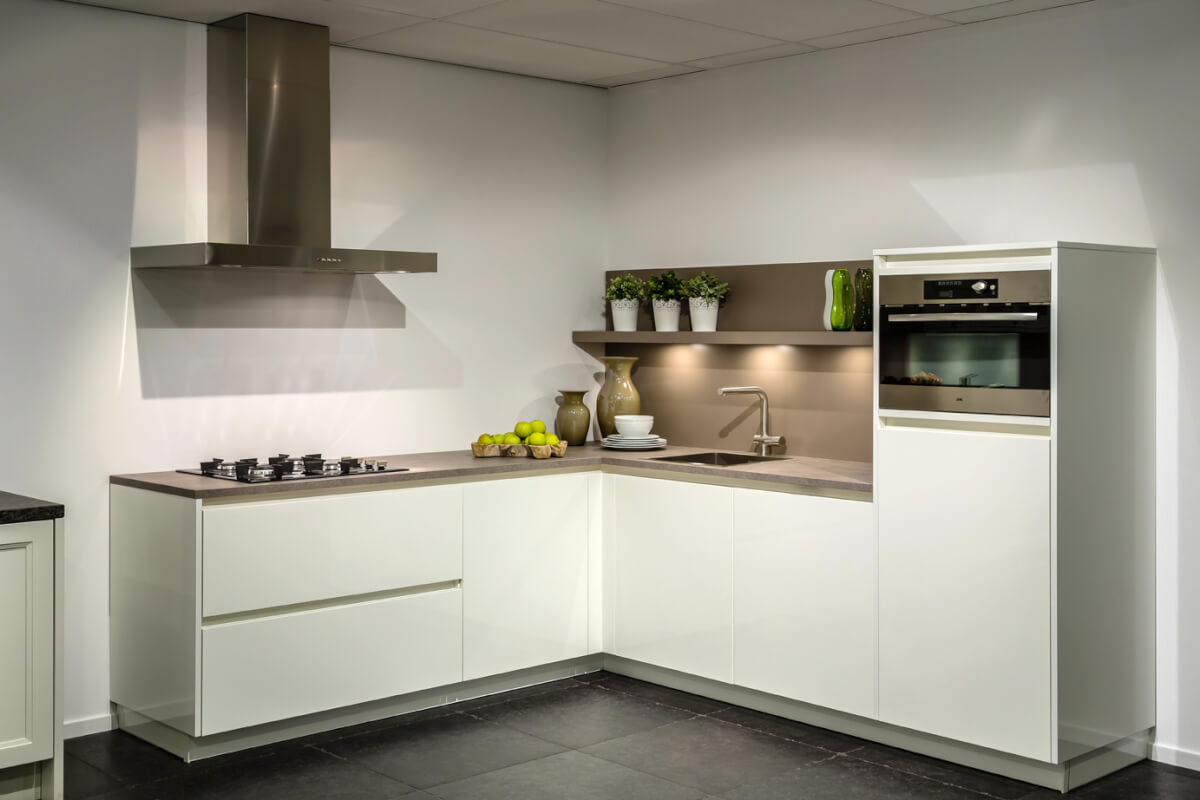 Hoogglans Witte Keuken Met Houten Blad : Hoogglans keuken – ter inspiratie – ikwoonfijn.nl