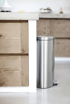 Tips voor prullenbakken persoonlijk prullenbak advies - Welke kleur in het toilet ...