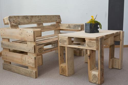 Eenvoudig meubelset van pallets