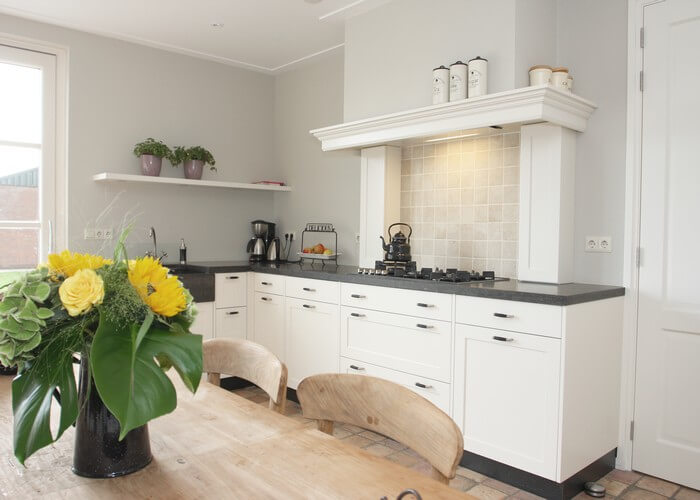 Kleine keuken inrichten tips om meer ruimte te cre ren - Hoe dicht een open keuken ...