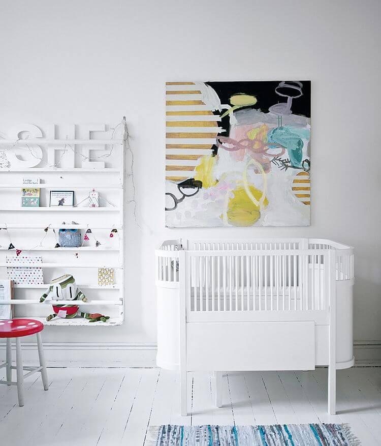 Kinderkamer met grote schilderij