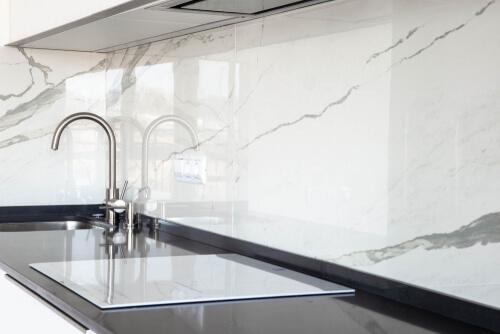 Marmeren achterwand in de keuken