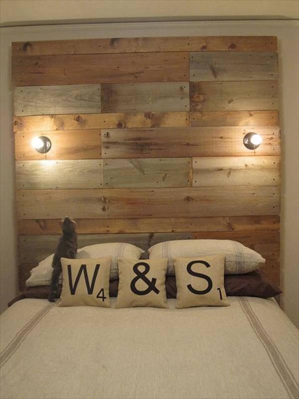 Achterwand van pallethout geeft een romantisch sfeertje