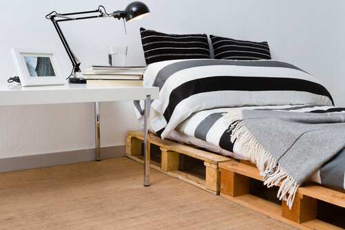 Plat bed van pallets