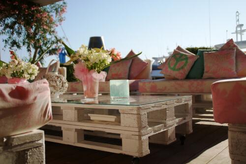 Pallethouten tafel met glasplaat