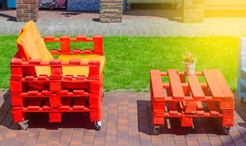 Rode pallet meubels