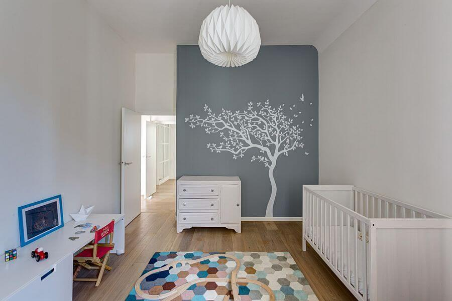 Kinderkamer met muursticker boom