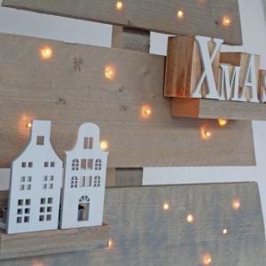 houten-kerstboom-strak-led-verlichting