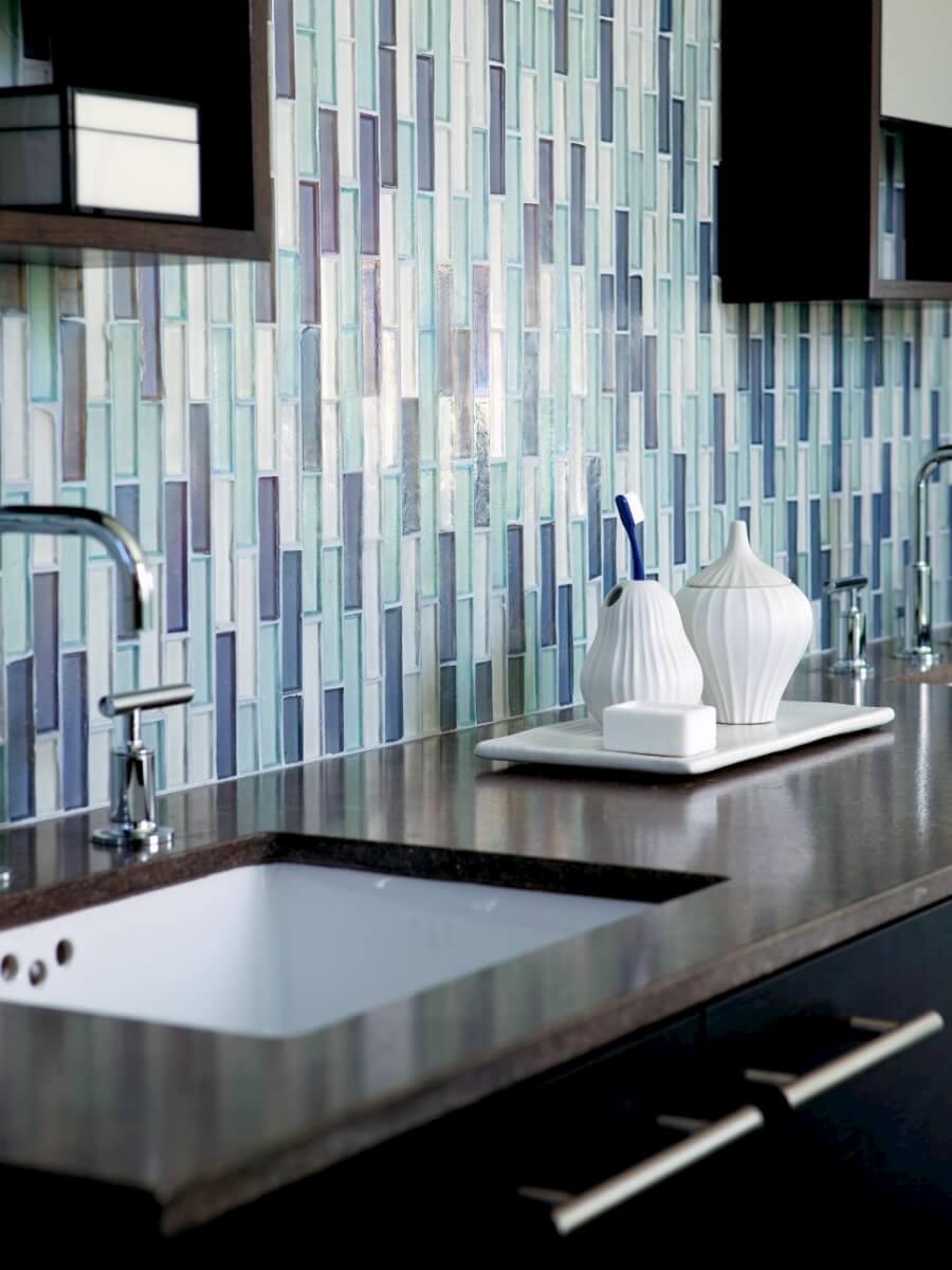 Badkamertegels ideeen: klassieke badkamer versace tegelwerk ...