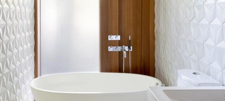 Badkamertegels met relief
