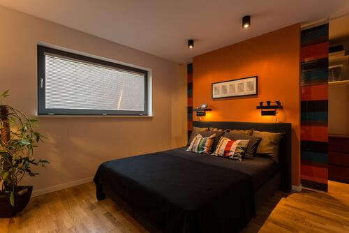 Matchende kleuren in kleine slaapkamer
