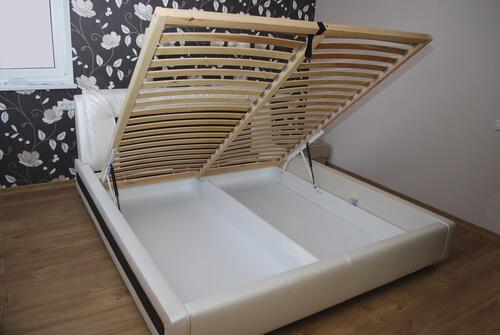 Opklapbaar bed in kleine slaapkamer