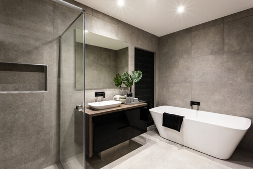 1. Badkamer met glazen douchewand