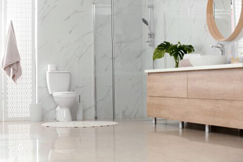 15. Een gietvloer in de kleine badkamer