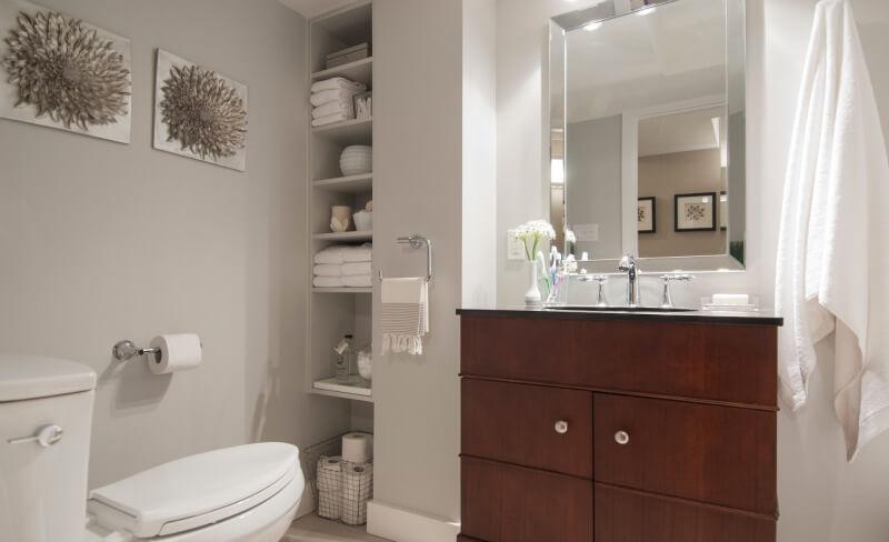 Kleine badkamer- Weggewerkte kast