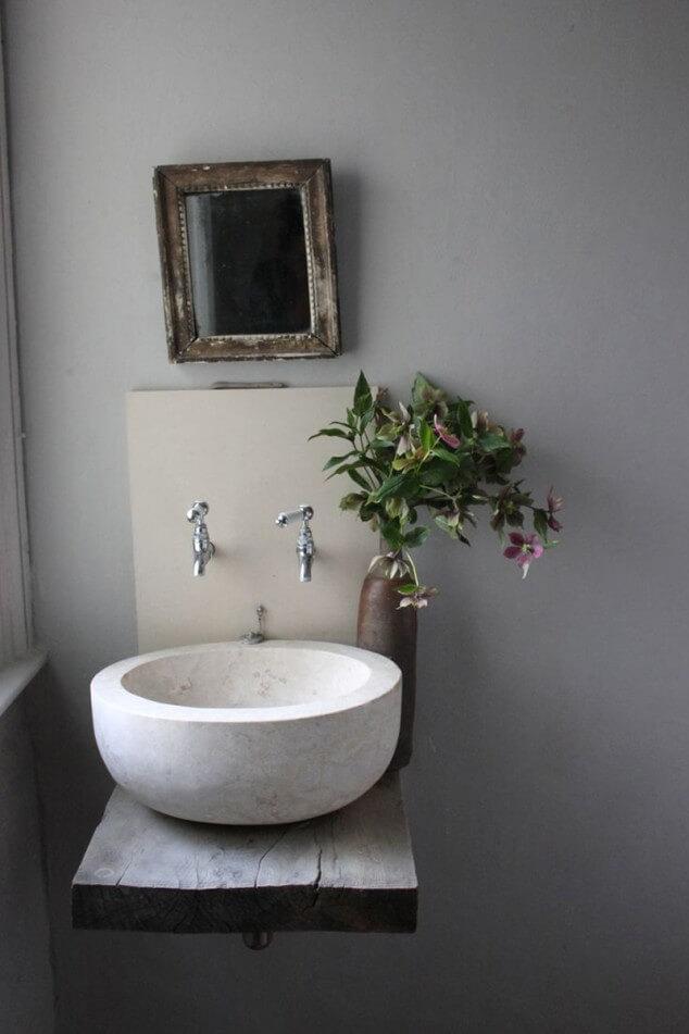 Kleine badkamer- egale wand