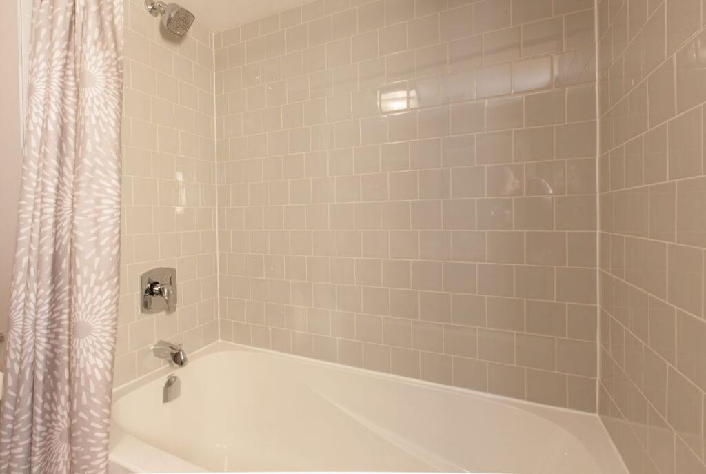Kleine badkamer- geen randen