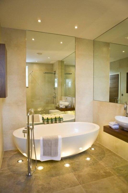 Kleine badkamer- spiegel