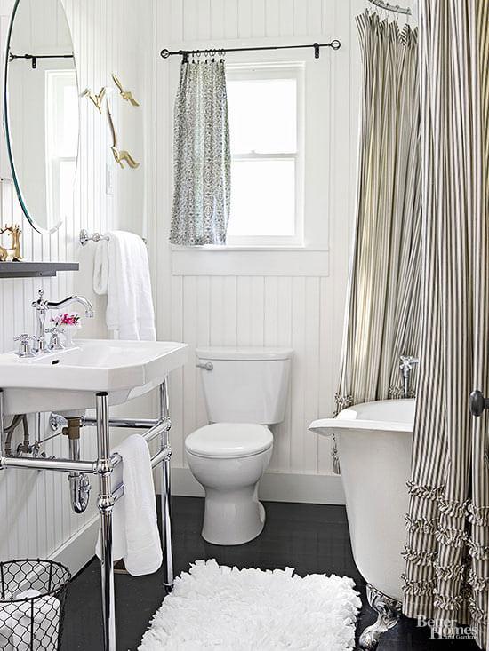 Houten afwerking vintage badkamer