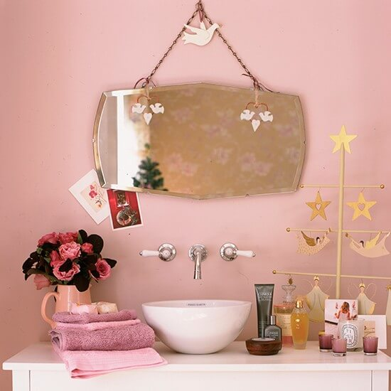 Oud roze vintage badkamer
