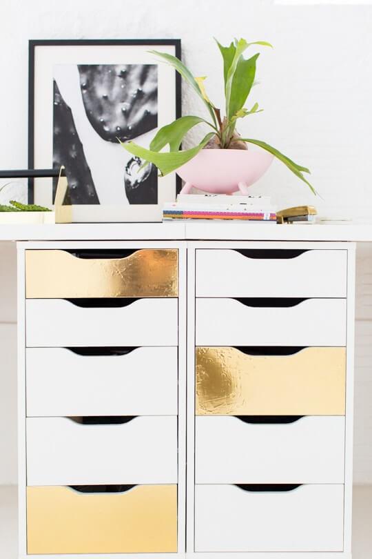 : Een retro ladenkast met gouden laden zul je niet zo snel vinden bij ...