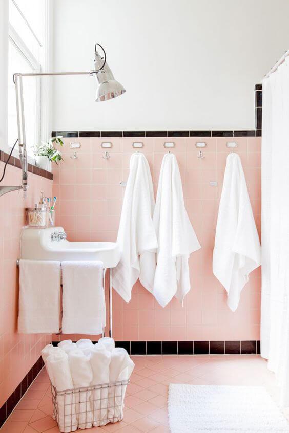 Retro roze vintage badkamer