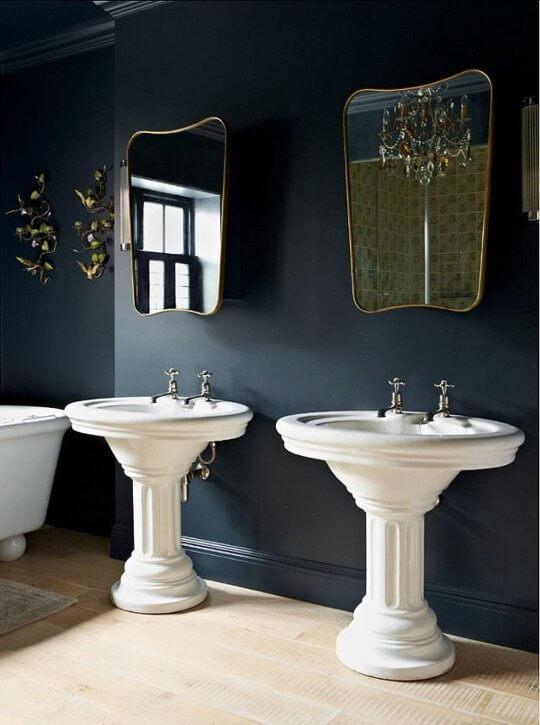 Vrijstaande brocante wastafels vintage badkamer