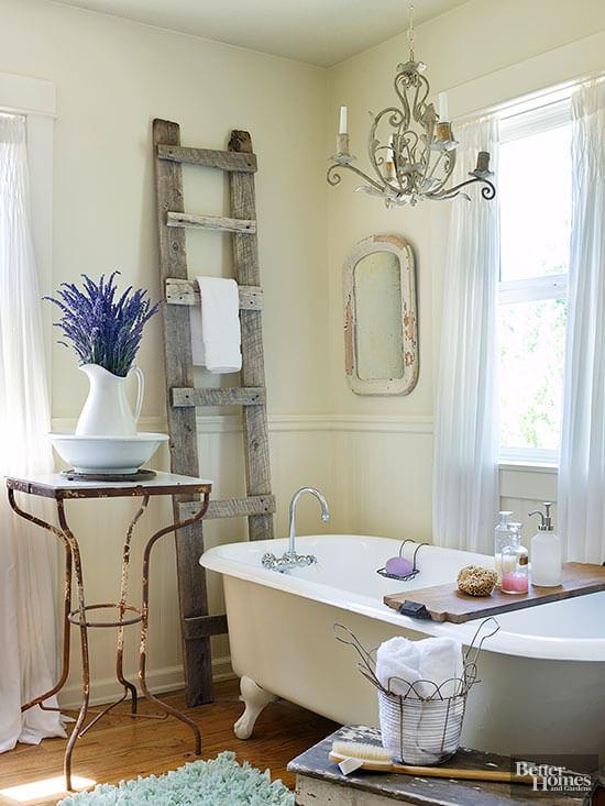 Zachte uitstraling vintage badkamer