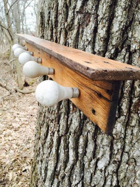 Kapstok met betonnen lichtbollen