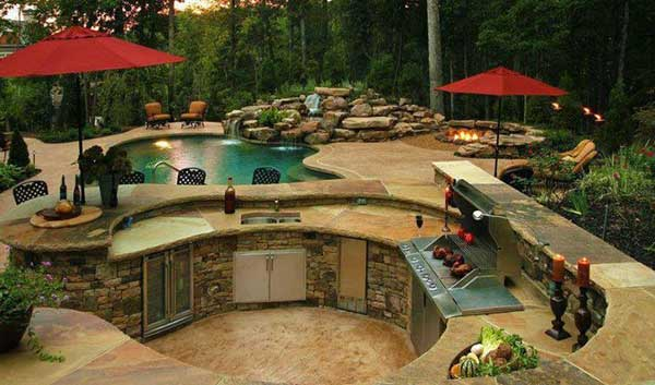 Buitenkeuken bij het zwembad