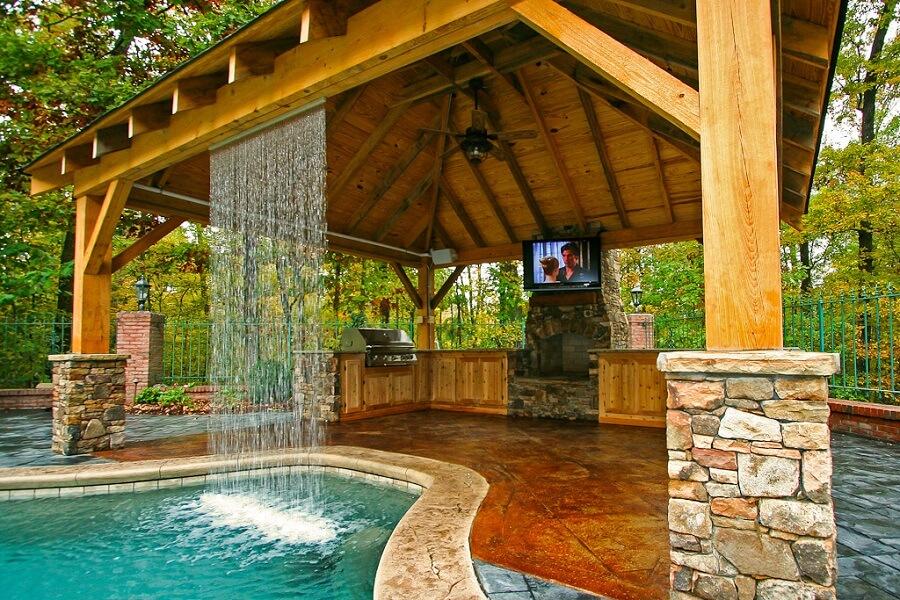 Buitenkeuken met waterval